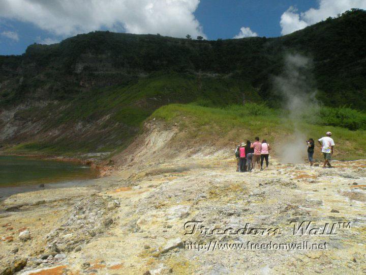 trekking in Taal