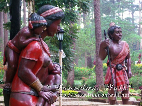 Igorot family sculptures botanical garden