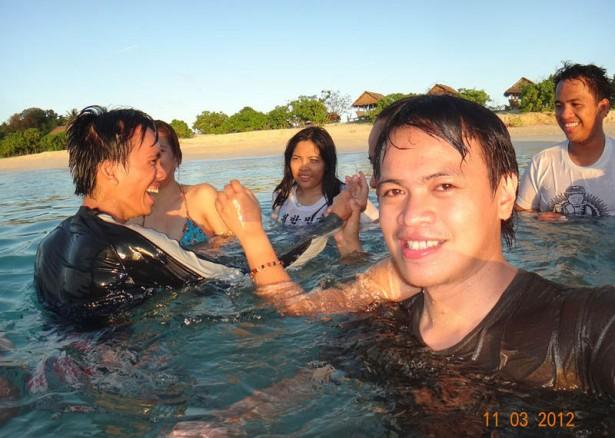calaguas swimming selfie
