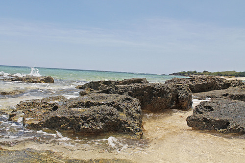 cabongaoan beach rocks