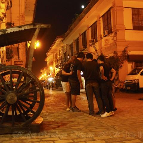 tourists at kalye crisologo vigan