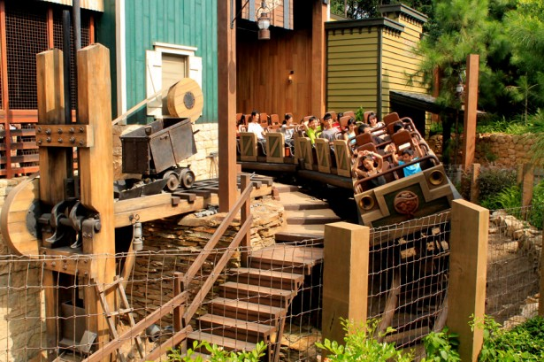 Big Grizzly Mountain Runaway Mine Cars