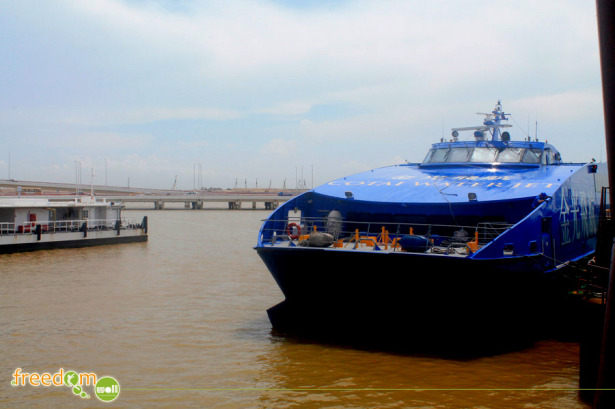 Cotai Jet docked at Macau Ferry Terminal