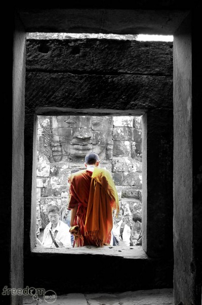 monk at bayon temple