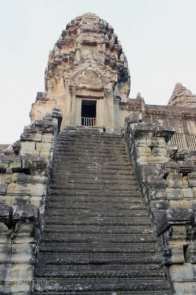 Another Angkor Wat tower that forms the quincunx