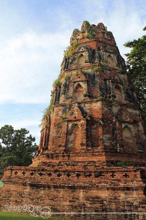 Wat Maha That chedi