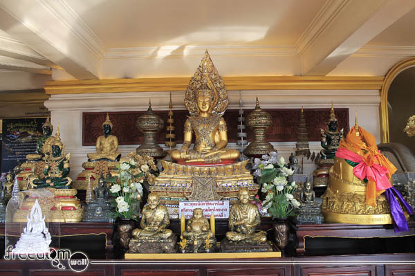 Wat Saket worship room