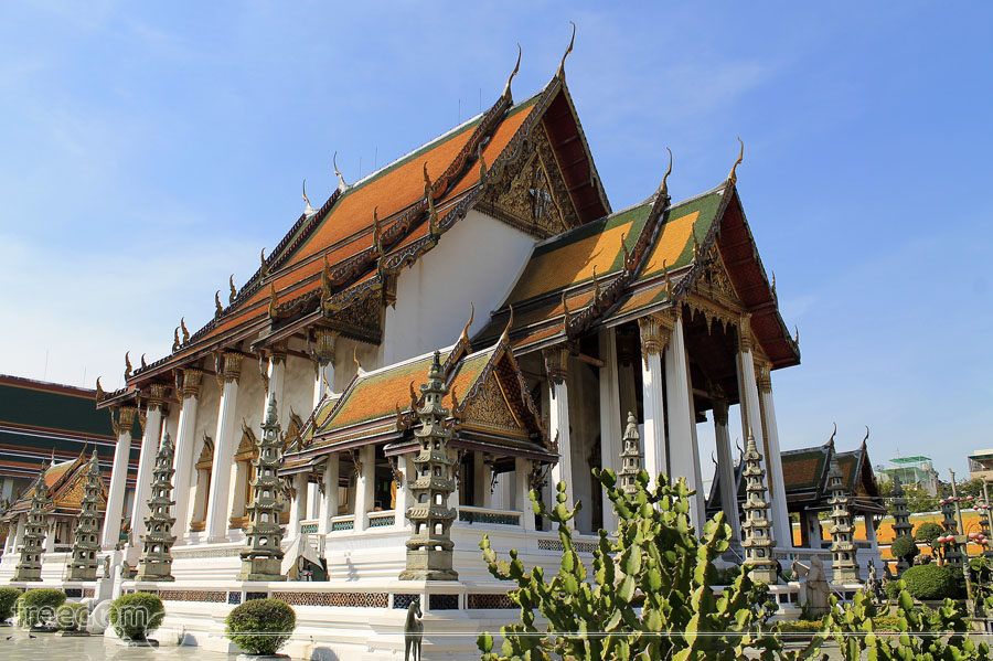 The main hall of Wat Suthat