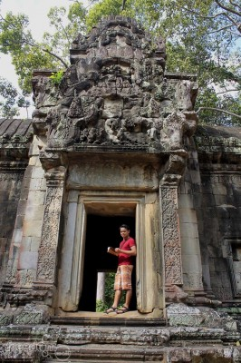 At the west gopura of Thommanon