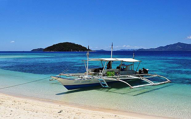 Island Hopping boat in Coron Palawa