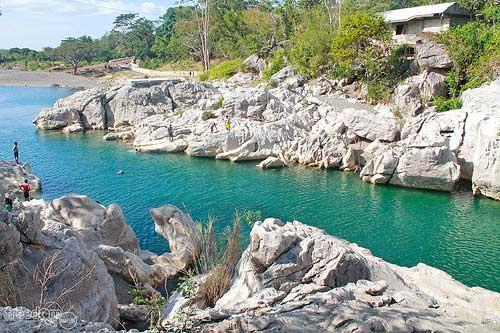 The Scenic Peñaranda River crossing Minalungao National Park