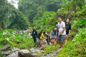 "On the way to Ditumabo Falls with Francis Velasco, Jo Ann Marpuri, Teddy Buagas, Mary Jane ""Queennie"" Garay, Karen Salting, Corinne Grace ""Cookie"" Santelices, and Roderick Ordoñez"