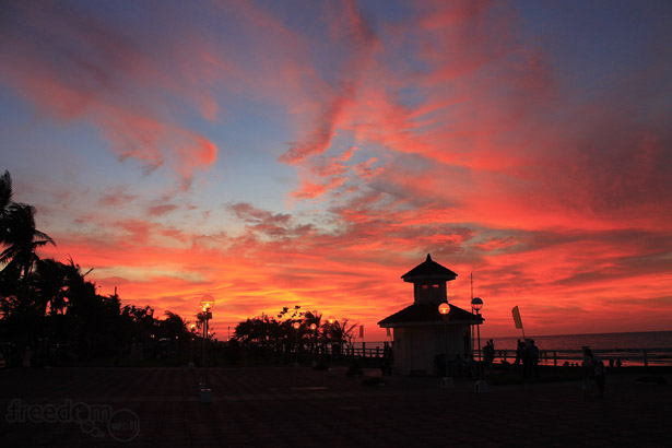 A beautiful sunset at the People's Park in Baybay