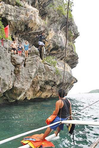 Cliff jumping Isla de Gigantes
