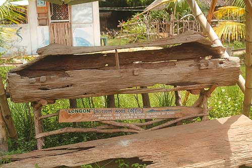"Wood or log coffin, locally called as ""longon"""