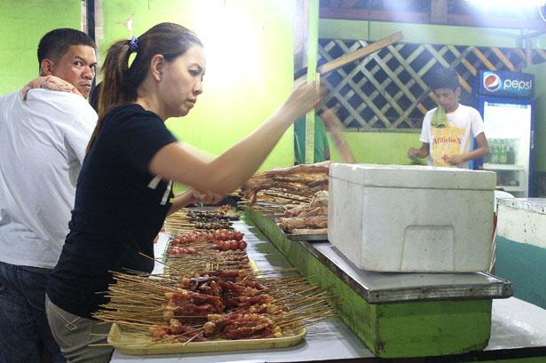 pinas barbecue customers