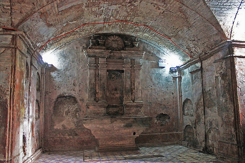 nagcarlan underground cemetery chamber