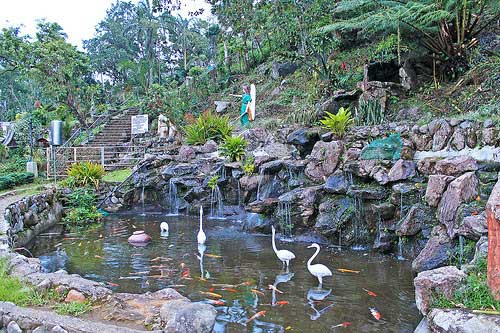 ramay ni hesus Kamay ni jesus shrine in lucban, quezon, is a pilgrimage destination among filipinos some go there to offer prayers and request for healing.