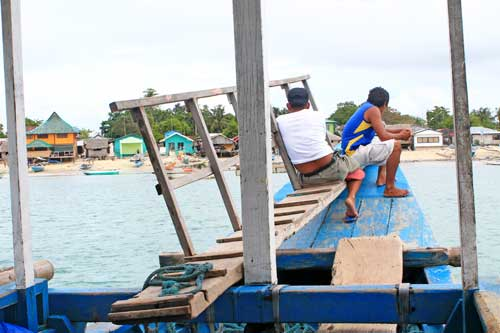 boat approaching cagbalete