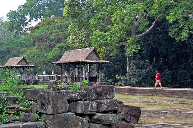 walk in angkor thom