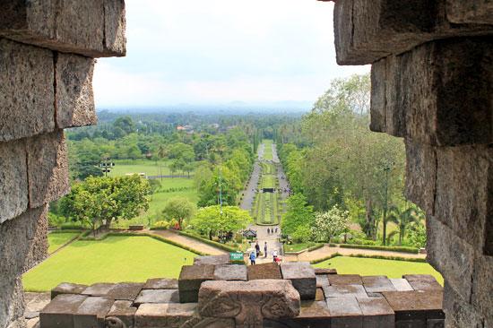 A beautifully landscaped Borobudur front yard