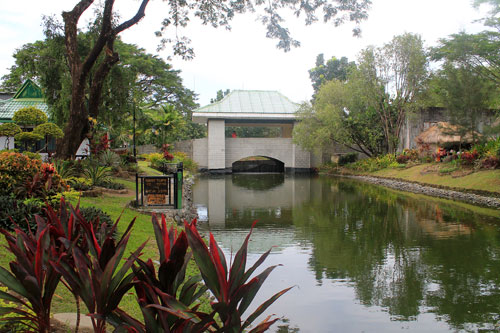 Nayong Pilipino bridge