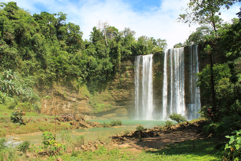 Stunned At Niludhan Falls A Travel Guide Freedom Wall