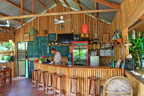 tori's backpackers paradise restaurant
