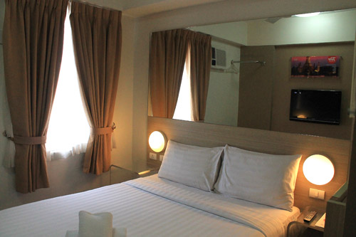 tune hotel angeles city bed