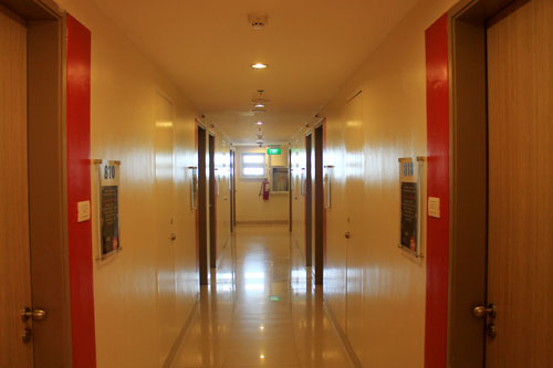 Red Planet hotel angeles city hallway