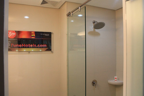 Red Planet Hotel Angeles city shower