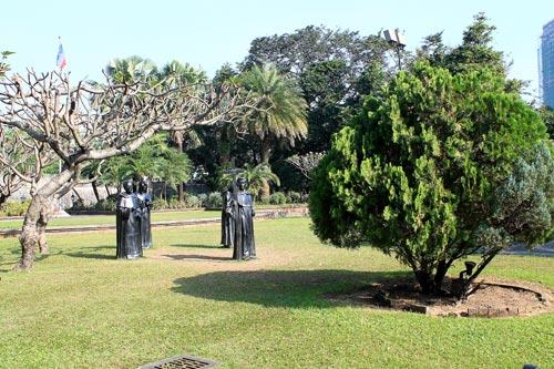 Plaza Moriones, Fort Santiago