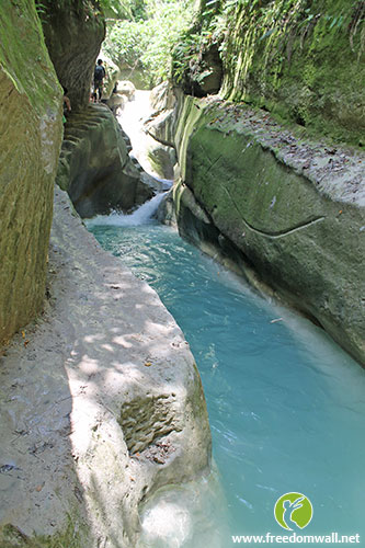 Before reaching Dao Falls, this blue pool graces every traveller