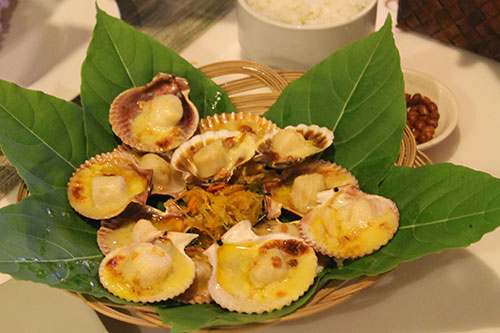 Baked scallops, available for only ₱150 per serving