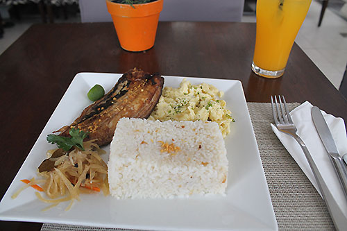 Daing na bangus, garlic rice, and egg: A Filipino breakfast at Cafe Sarree