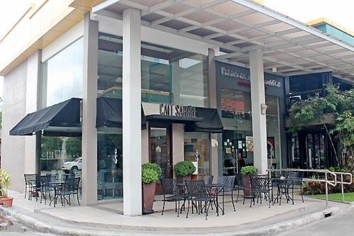 Cafe Sarree serves breakfast for Escario Central Hotel guests