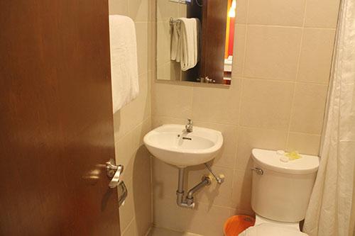 Escario Central Hotel Toilet and bath