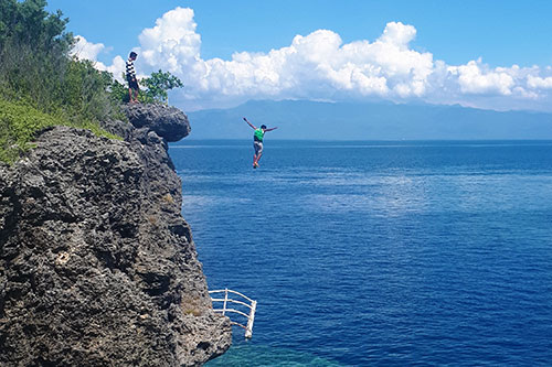 Cliff jumping at Pescador Island