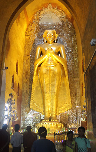 A giant golden Buddha in Ananda Temple