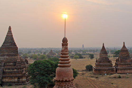 Bagan Sunrise, a view from Bulethi Pagoda
