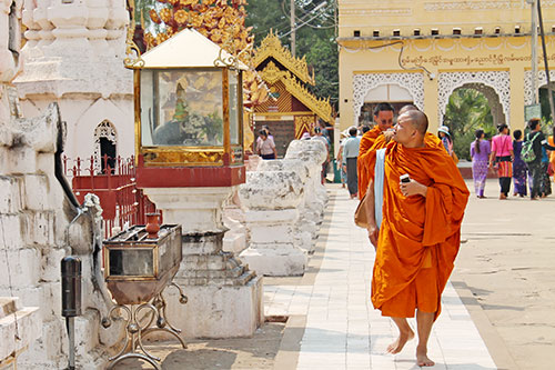 Monks taking a tour around Shwezigon Pagoda