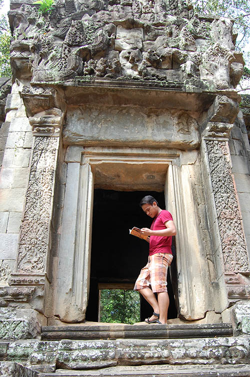 Spending a quality, personal time at Thommanon Temple in Siem Reap, Cambodia