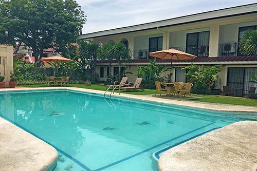 Montebello Villa Hotel pool