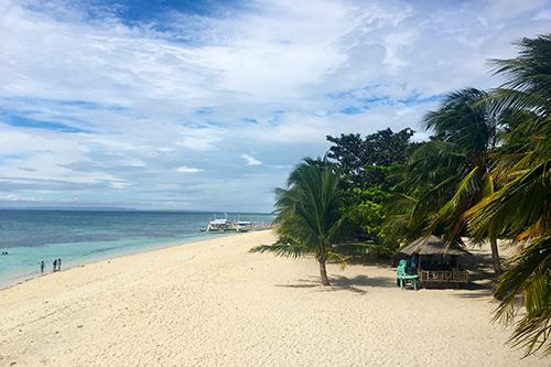 The stunning Kalanggaman Island beach front