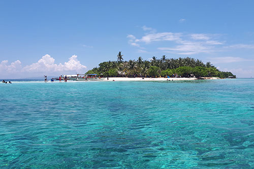 Digyo Island is the most popular among the four scenic islands of Cuatro Islas