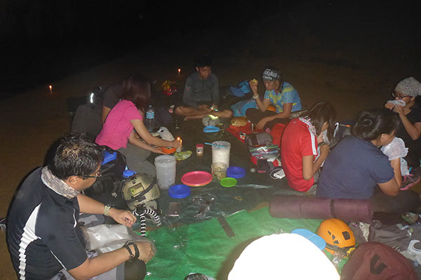 Dinner time at Gobingob Cave campsite