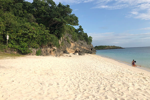 Fine, white sand of Kailina Beach