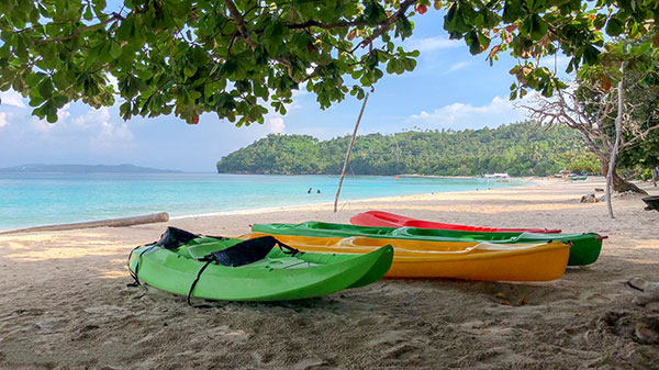 Kayaks are available for rent in Subic Beach