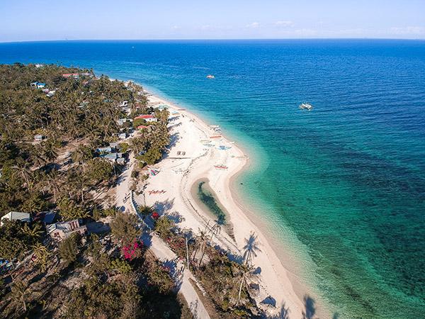 The southern end of Pasil Beach, Kinatarcan Island