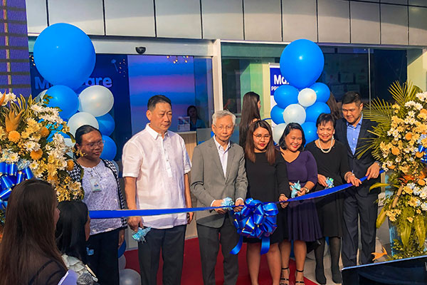 Ribbon cutting ceremony for the opening of Maxicare's Primary Care Center (PCC) at Cebu Business Park lead by Equicom Group Chairman, Mr. Antonio L. Go (third from the left) and Maxicare CEO, Christian S. Argos (right)